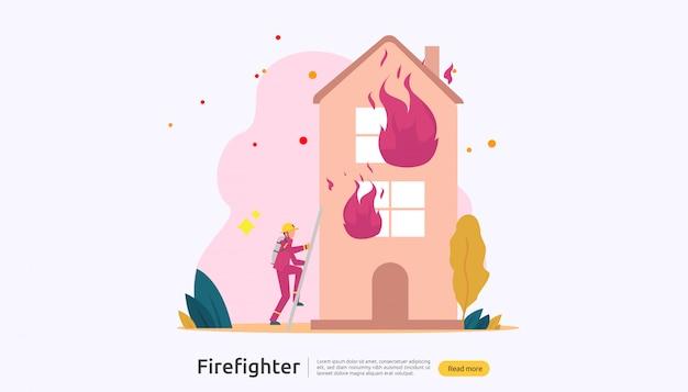 Bombeiro de uniforme, usando spray de água da mangueira para combate a incêndios, queimando a casa Vetor Premium