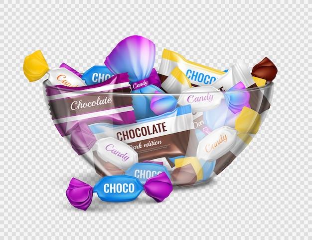Bombons de chocolate sortidos em invólucros de alumínio na composição de publicidade realista de tigela de vidro contra transparente Vetor grátis