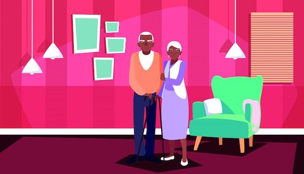 Bonito casal velho afro em casa dentro Vetor Premium