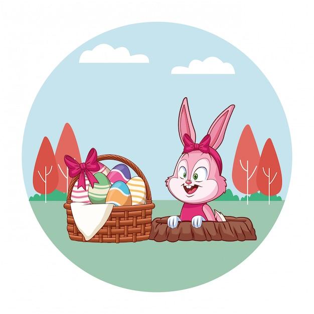 Bonito coelhinho da páscoa celebração coelho buraco primavera natureza fundo árvores Vetor Premium