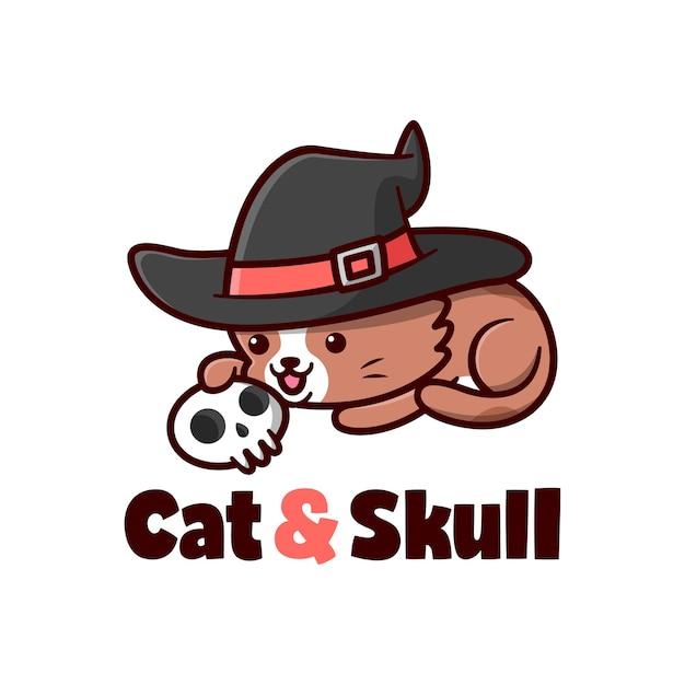 Bonito gato marrom com chapéu de bruxa brincando com crânio Vetor Premium