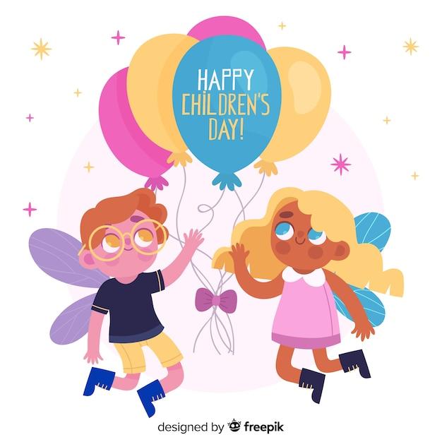 Bonito menino e menina crianças brincando com balões Vetor grátis