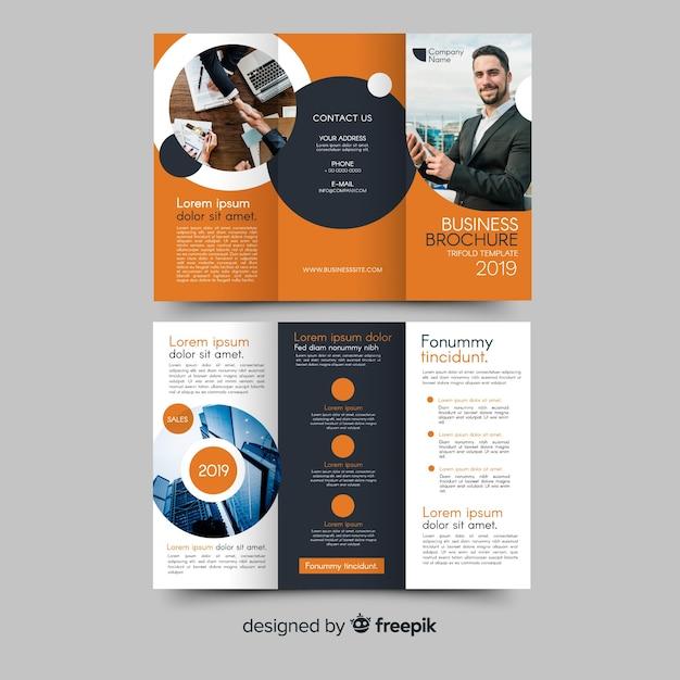 Brochura com três dobras de negócios Vetor grátis
