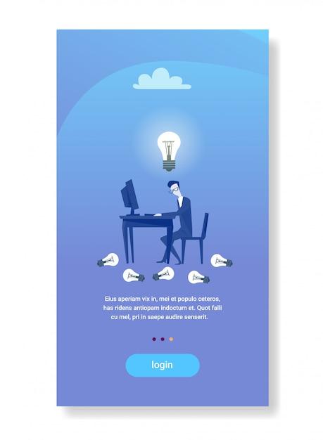 Businessman assento local de trabalho funcionamento computador lâmpada nova idéia conceito inicialização homem de negócios inspiração criativa Vetor Premium
