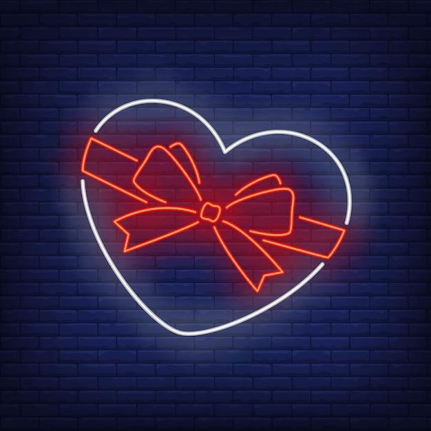 Caixa em forma de coração em estilo neon Vetor grátis