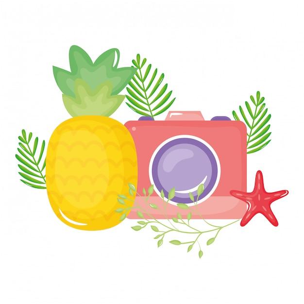 Câmera fotográfica com conchas de estrelas do mar Vetor Premium