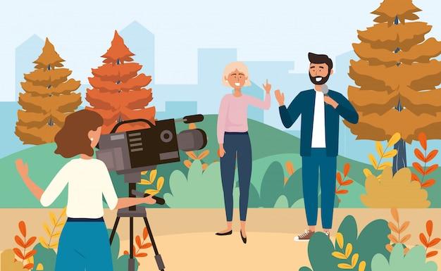 Câmera mulher com filmadora e mulher e homem repórter com microfone Vetor Premium
