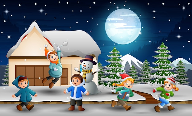 Caricatura, crianças, tocando, frente, a, nevando, casa Vetor Premium