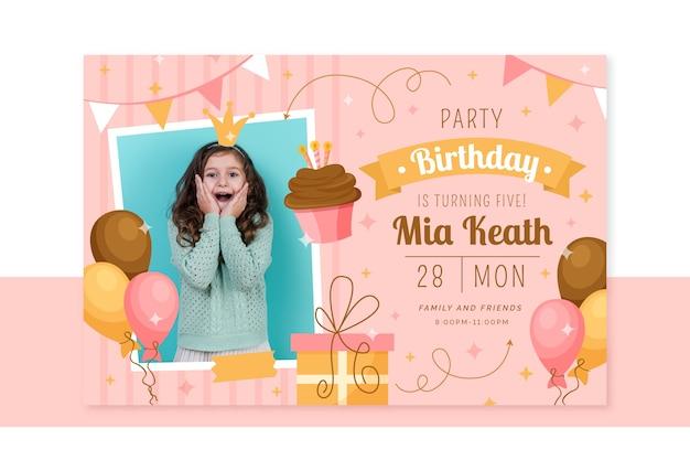 Cartão de aniversário infantil com foto Vetor grátis