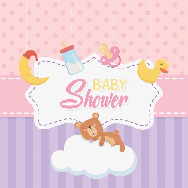 Cartão de chuveiro de bebê com ursinho de pelúcia e conjunto de acessórios Vetor grátis
