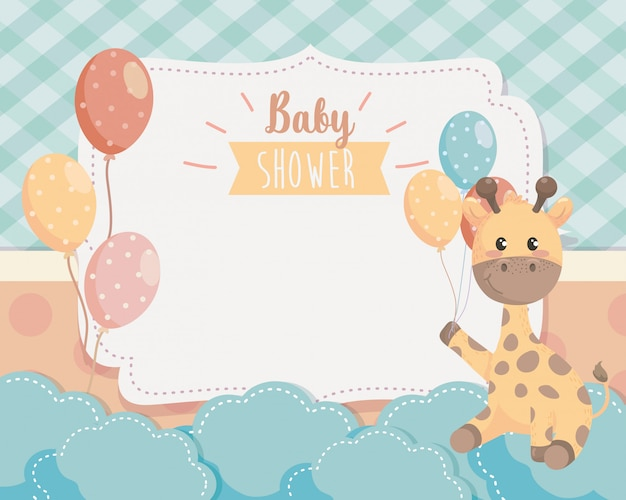 Cartão de girafa bonitinha com balões e nuvens Vetor grátis