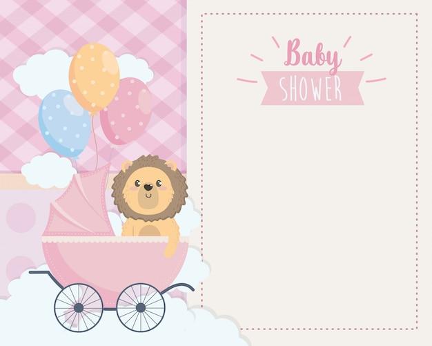 Cartão de giro leão na carruagem e balões Vetor grátis