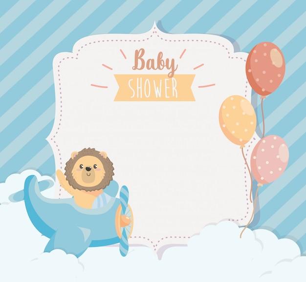 Cartão de giro leão no berço com balões Vetor grátis
