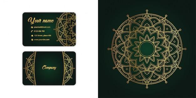 Cartão de visita de luxo arabesco mandala de ouro e fundo de arabesco em elegante cor verde Vetor Premium