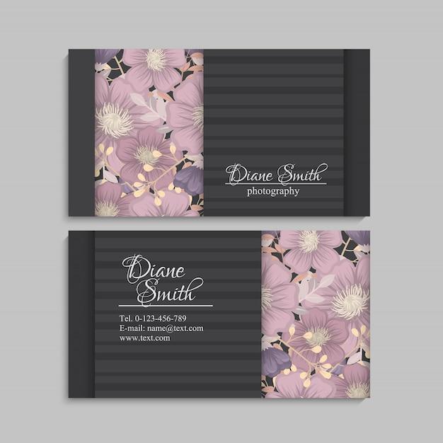 Cartão do molde do projeto com textura e a flor coloridas, folha, erva. Vetor grátis