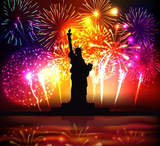 Cartaz colorido do dia da independência com silhueta da estátua da liberdade na ilustração realista de fogos de artifício festivos brilhantes Vetor grátis