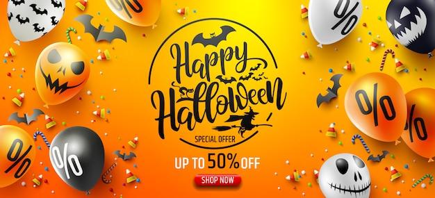 Cartaz de promoção de venda de halloween com doces de halloween e balões de fantasma de halloween Vetor Premium