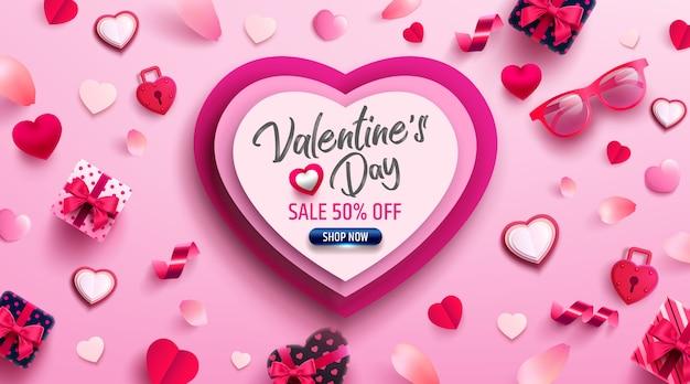 Cartaz de venda do dia dos namorados ou banner com presente doce, coração doce e itens adoráveis Vetor Premium