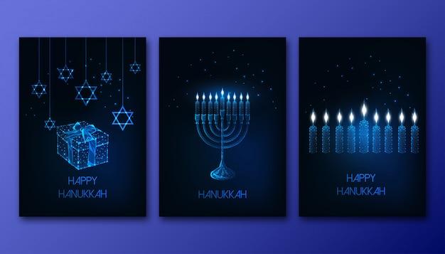 Cartazes de hanukkah baixo futuristas brilhantes poligonais conjunto com menorá, velas, caixa de presente e estrela de david Vetor Premium