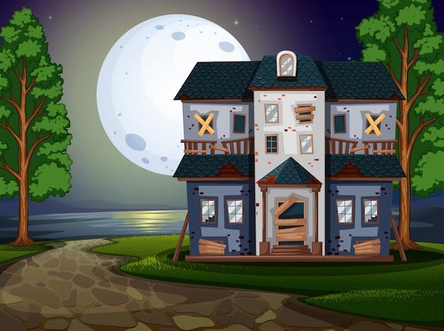 Casa assombrada à beira do lago à noite Vetor Premium