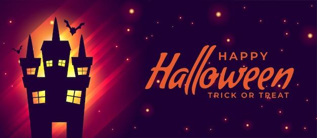 Casa assustadora de halloween com fundo de morcegos voando Vetor grátis
