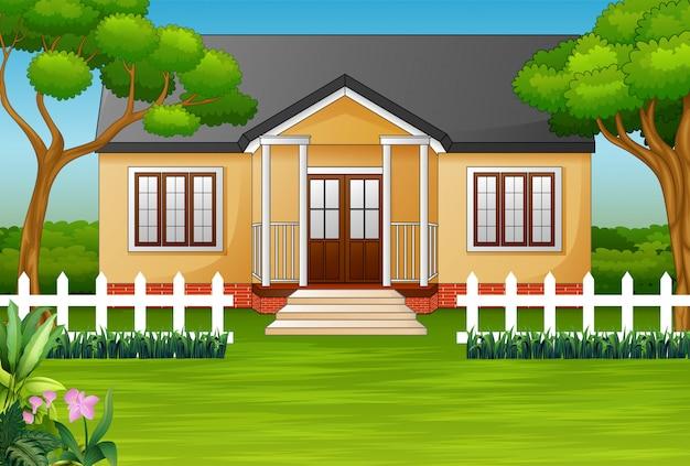 Casa dos desenhos animados com quintal verde e cerca de madeira Vetor Premium