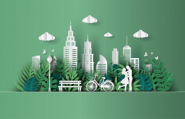 Casal apaixonado, abraçando-se em um parque com a cidade de eco verde. Vetor Premium
