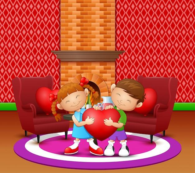 Casal de desenhos animados garoto segurando coração na sala de estar Vetor Premium
