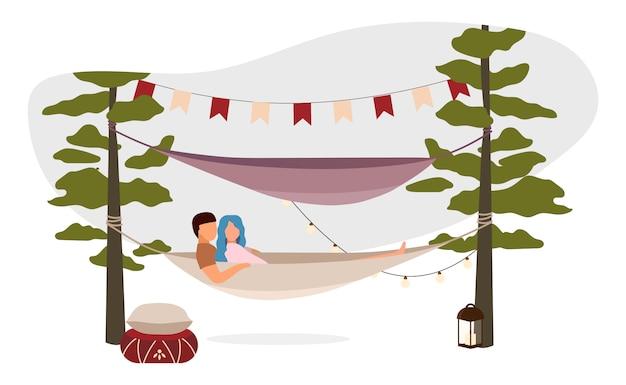 Casal deitado, abraçando na ilustração de rede. férias de acampamento de verão romântico. desenhos animados turistas, caminhantes, turistas descansando ao ar livre. família relaxar na zona rural Vetor Premium