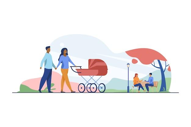 Casal feliz andando no parque outono com carrinho. pram, family, baby vector flat illustration. fim de semana e feriado Vetor grátis