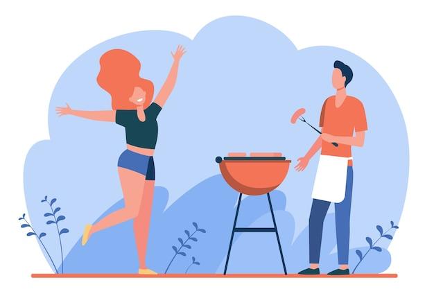 Casal feliz aproveitando a festa do churrasco. cara cozinhando carne grelhada, garota dançando por ele ilustração vetorial plana. churrasco, piquenique, verão Vetor grátis