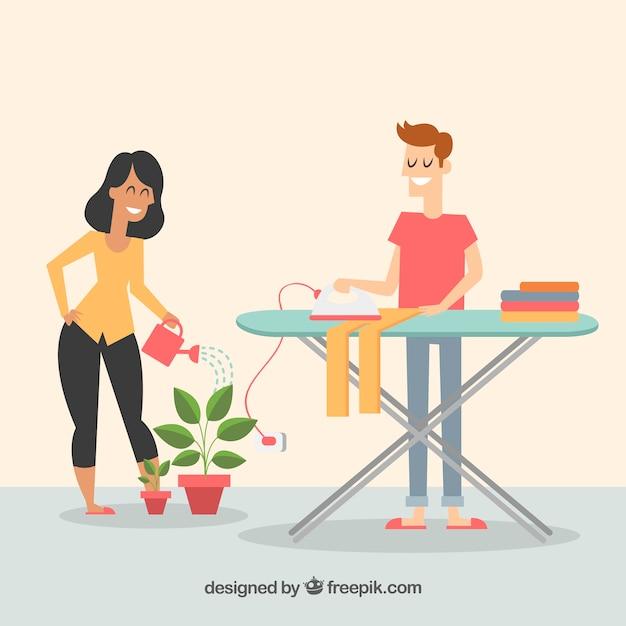 Casal feliz fazendo tarefas domésticas Vetor grátis