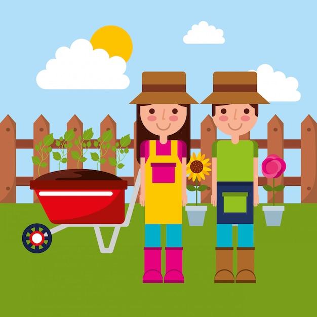 Casal feliz jardineiro com carrinho de mão em vaso de flores e cerca Vetor Premium