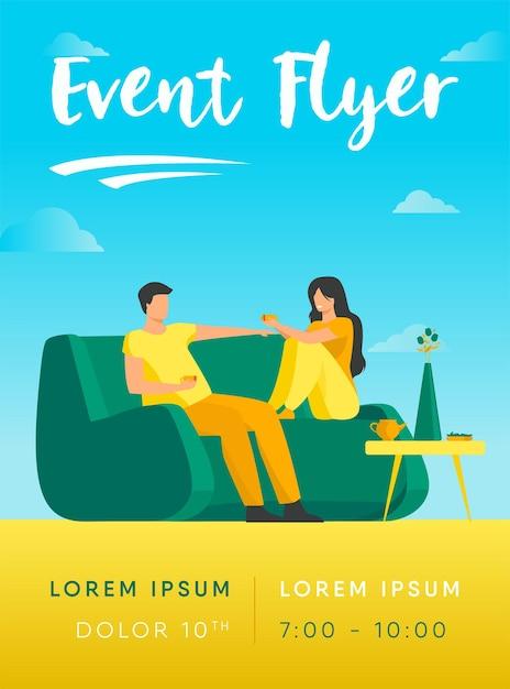 Casal romântico sentado no sofá, conversando e bebendo café modelo de folheto Vetor grátis