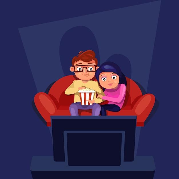 Casal sentado no sofá assistir tv comendo pipoca Vetor Premium