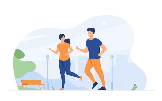 Casal sorridente feliz correndo no parque de verão Vetor grátis