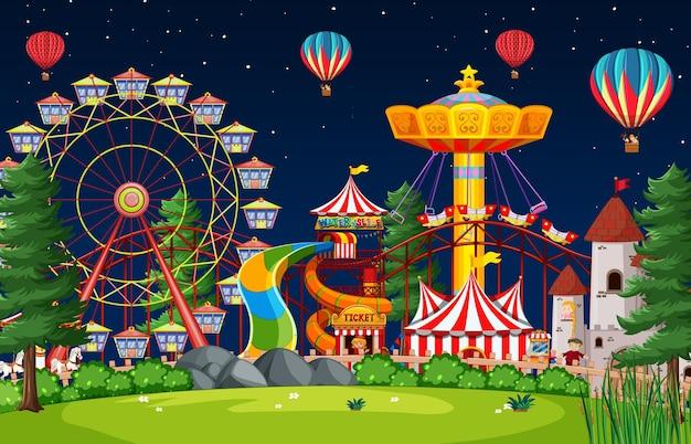 Cena de parque de diversões à noite com balões no céu Vetor grátis