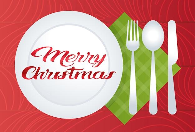 Cenário de mesa feliz natal com prato colher garfo faca férias decoração plana Vetor Premium