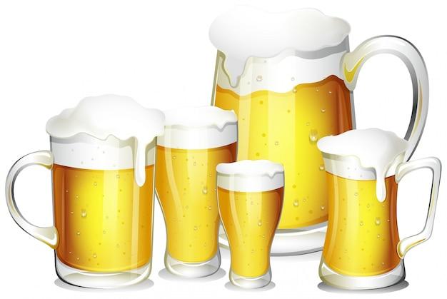 Cinco copos de cerveja fresca Vetor grátis
