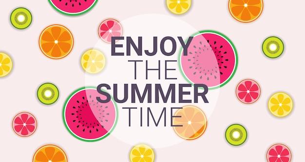 Círculo colorido de frutas tropicais desfrutar de verão orgânico Vetor Premium