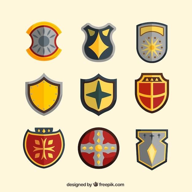 Coleção de escudos heráldicos em design plano Vetor grátis