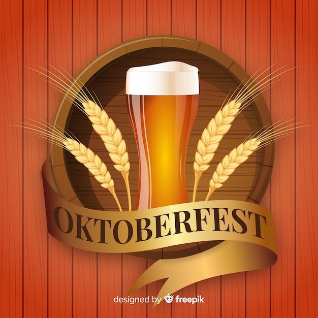 Composição moderna de oktoberfest com design realista Vetor grátis