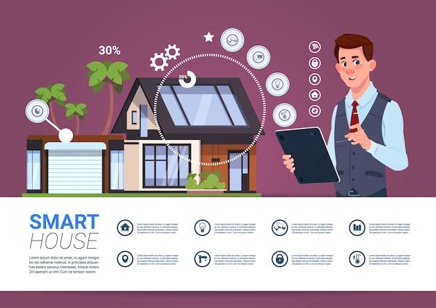 Conceito de gerenciamento de casa inteligente com o homem segurando o dispositivo de tablet Vetor Premium