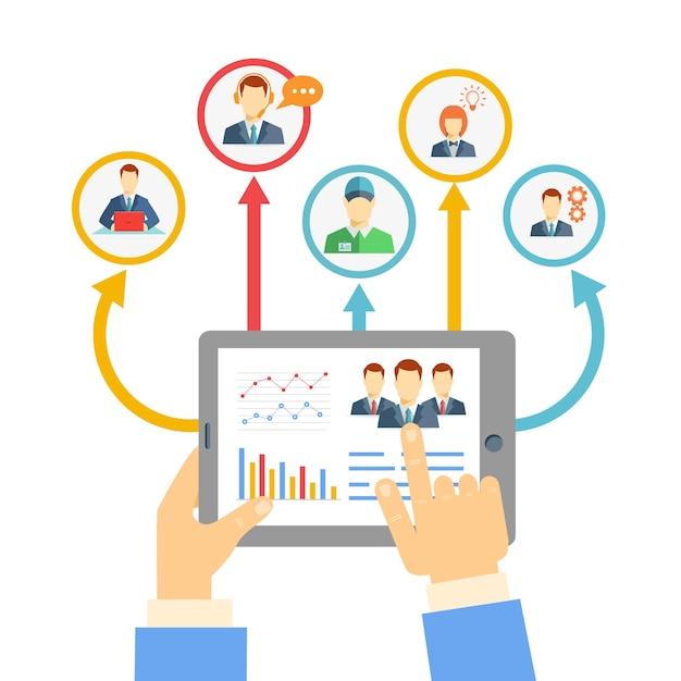 Conceito de gestão remota de negócios com um empresário segurando um tablet mostrando análises e gráficos conectados Vetor grátis