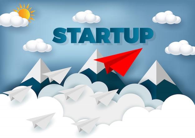 Conceito de liderança. competição de avião de papel para o destino até o céu ir para o objetivo de sucesso Vetor Premium