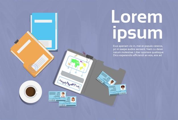 Conceito de local de trabalho office desk template top ângulo vista documento pastas banner com cópia espaço Vetor Premium
