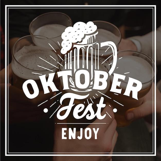 Conceito de rotulação de oktoberfest Vetor grátis