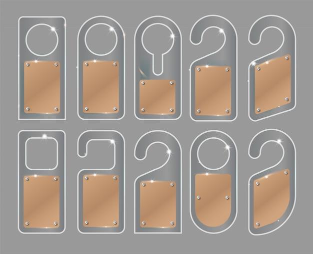 Conjunto de cabides de porta exclusivo com estilo de vidro na moda isolado no fundo branco. maquete de cabide de porta. Vetor Premium