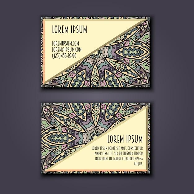 Conjunto de cartões de visita vintage. padrão floral de mandala e ornamentos. Vetor Premium