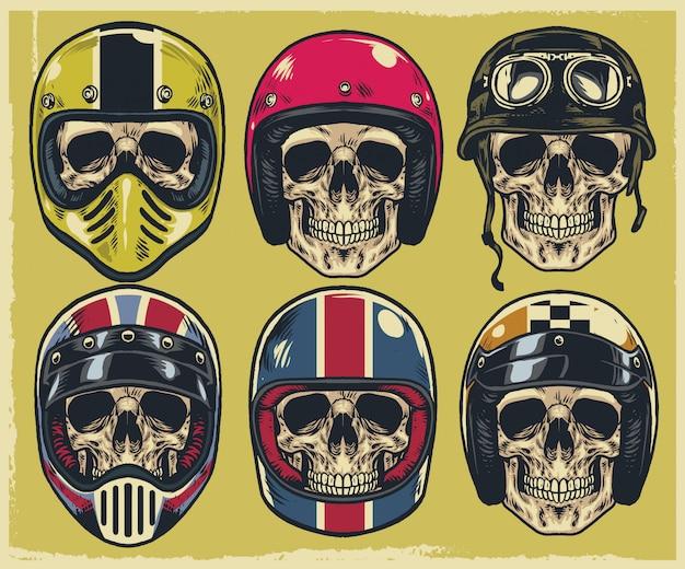 Conjunto de caveiras de desenho de mão usando vários tipos de capacete de moto Vetor Premium